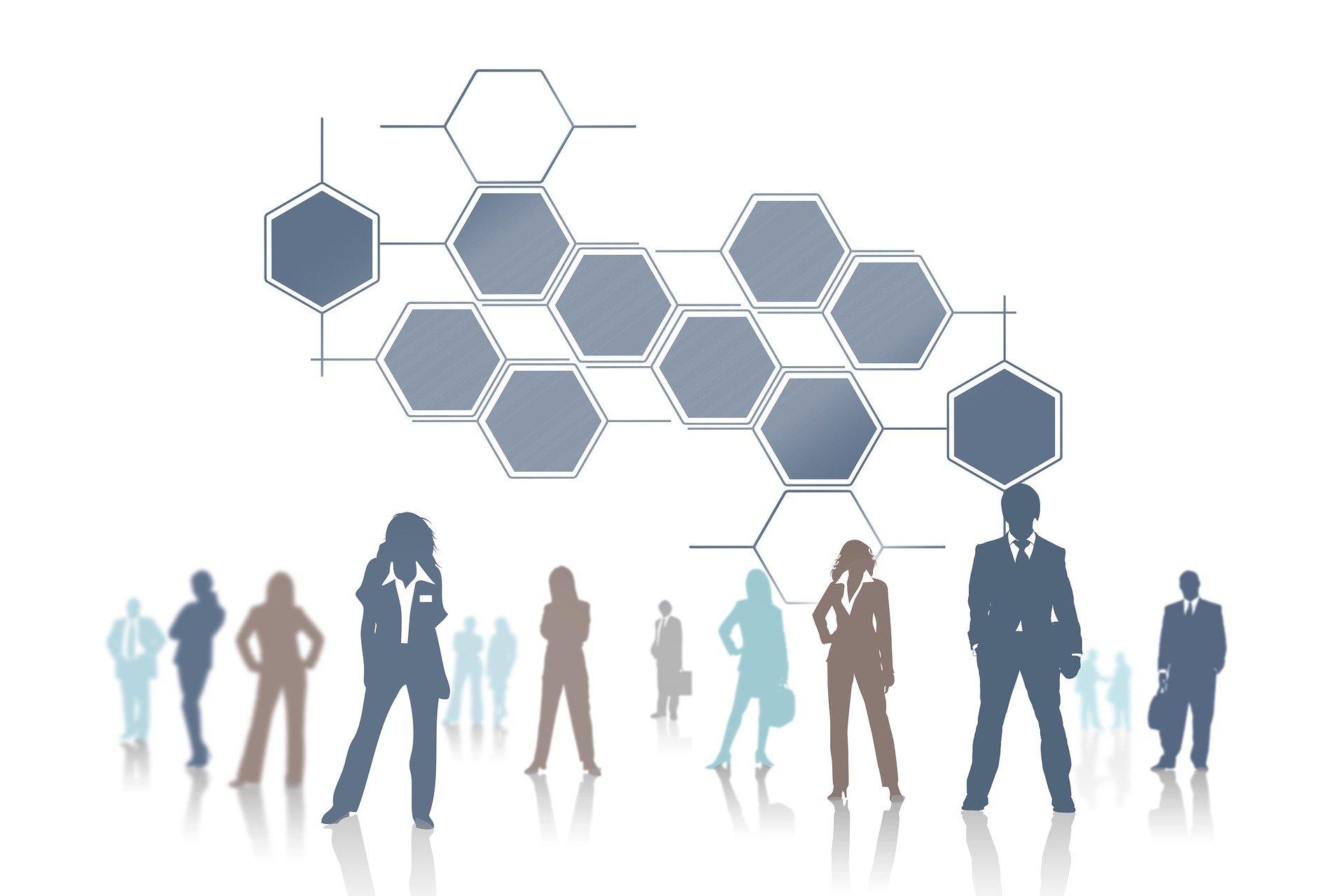 Strategija Strateški se plan razvoja, osim na strateškim dokumentima Sveučilišta, temelji na strateškim dokumentima na čijoj osnovi Učiteljski fakultet djeluje od 2006. godinei. Temelji se i na analizi svih segmenata Učiteljskoga fakulteta, odnosno, na trenutačnom stanju te misiji i viziji Učiteljskoga fakulteta. Analiza u koju je uključena i SWOT analiza koja, kao jedan od početnih koraka pri spomenutoj izradi sveobuhvatne strategije obuhvaća samo nastavno osoblje Učiteljskoga fakulteta, a dovršena je u veljači 2013., odražava djelomičan pogled iznutra, a nedostaje i pogled izvana koji moraju dati kasnije navedeni vanjski dionici s kojima Fakultet surađuje. Za sljedeće strateško razdoblje u tijeku je izrada potpune analize koja će obuhvatiti sve dionike: nastavnike, studente, stručne službe, učitelje i ostale stručnjake u školama, suradnike, udruge i partnere s kojima Učiteljski fakultet dolazi u doticaj te koja će rezultirati sveobuhvatnom strategijom Fakulteta. Misija Misija Učiteljskog fakulteta jest provođenje kvalitetnih programa obrazovanja budućih odgojitelja, učitelja, nastavnika te ostalih obrazovatelja na području cjeloživotnoga odgoja i obrazovanja kroz programe integriranih, prediplomskih, diplomskih, specijalističkih i doktorskih studija te programa cjeloživotnoga obrazovanja i usavršavanja koji omogućavaju studentima i ostalim polaznicima da kroz vođenje i potporu uspješno povezuju teorijska i praktična znanja i usklađuju ih s obrazovnom politikom, razvijaju svoja znanja i vještine te stječu kompetencije nužne u odgojno-obrazovnom radu. Suvremeni programi utemeljeni na disciplinarnim i interdisciplinarnim istraživanjima te na evaluaciji obrazovnih potreba inoviraju se i mijenjaju u skladu sa suvremenom svjetskom praksom, potrebama profesija i zahtjevima tržišta, utemeljeni su na kritičkom istraživanju i praćenju odgojno-obrazovne prakse i preporukama za njezino unapređenje, ishodima učenja i primjeni inovativnih metoda u poučavanju i učenju te su usmj