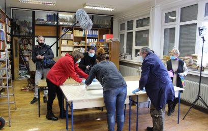 Volonterska akcija spašavanja stare i rijetke građe iz fonda knjižnice Odsjeka u Petrinji